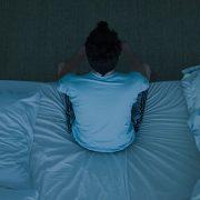 چگونه بی خوابی را درمان کنیم؟+ راهنمایی کامل