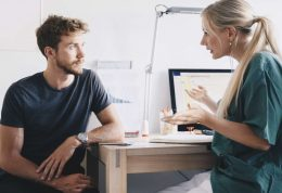 سوزش ادرار یا دیزوری چیست؟ 7 درمان طبیعی آن