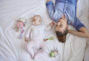 خواب کودک 4 تا 6 ماهه و راهکار خواباندن آنها