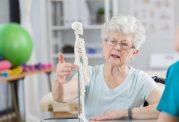 چگونه آرتریت روماتوئید بر روی مفاصل تاثیر می گذارد؟