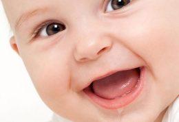 آب دهان نوزاد و درمان جوش صورت ناشی از آن