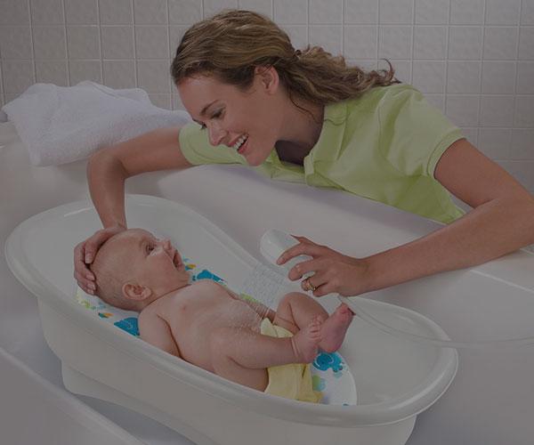 حمام کردن نوزاد؛ نحوه حمام کردن نوزاد و فیلم آموزشی