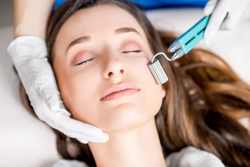 میکرونیدلینگ؛ درمان جای جوش و مشکلات پوستی با میکرونیدلینگ