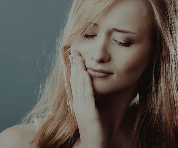 اختلالات مفصل فکی گیجگاهی (TMJ)؛ از علائم تا راه های درمان