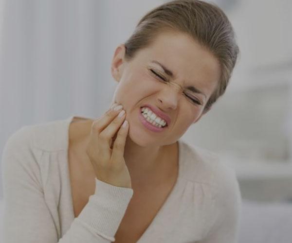 درمان عفونت دندان با روش های خانگی و گیاهی