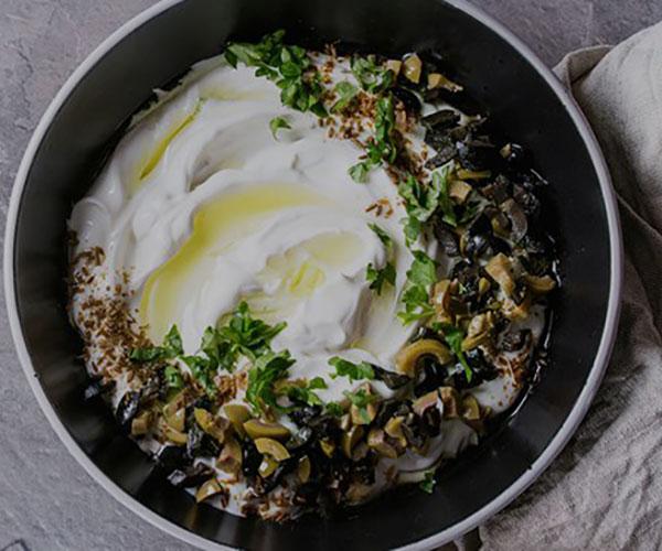پنیر لبنه چیست؟ مزایا، ارزش غذایی و طرز تهیه