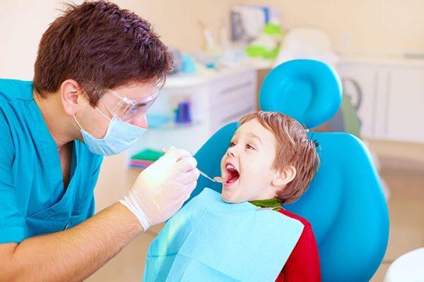 آبسه دندان در کودکان: دلایل، علائم و درمان