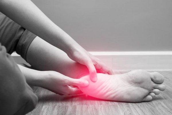 فاسیای کف پا؛ علل، علائم، تشخیص و درمان
