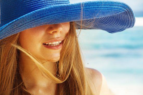 آفتاب سوختگی لب؛ علائم، پیشگیری و درمان ها