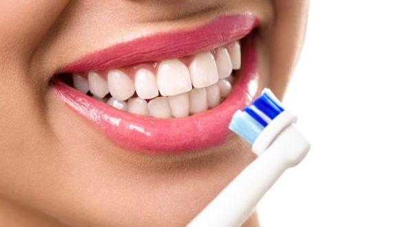 آیا مسواک برقی دندان ها را سفید می کند؟