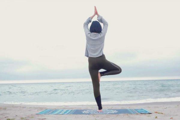 درمان کمردرد با بهترین حرکات یوگا
