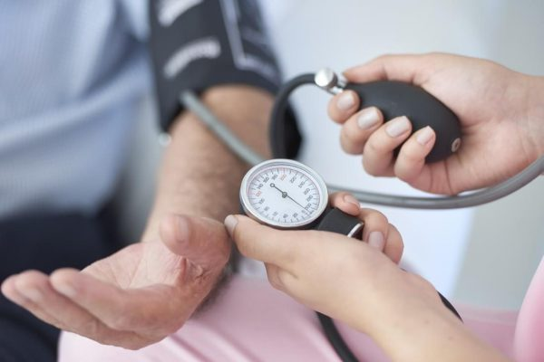 5 تغییر در سبک زندگی که به کاهش فشار خون کمک می کنند