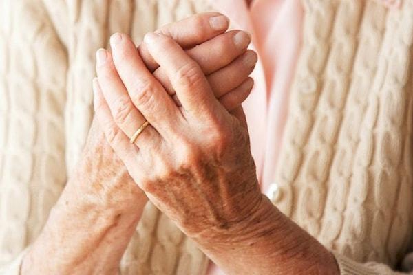 آرتریت پسوریاتیک چیست؟ علائم و درمان خانگی و دارویی آن