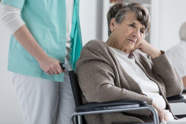 آلزایمر و جنون چه تفاوت هایی با هم دارند؟ + راهنمای کامل