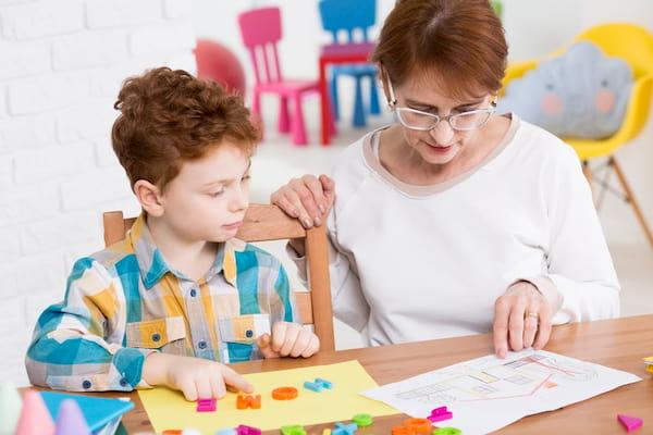 بیماری اوتیسم؛ علل، علائم و روش های کنترل بیماری اوتیسم