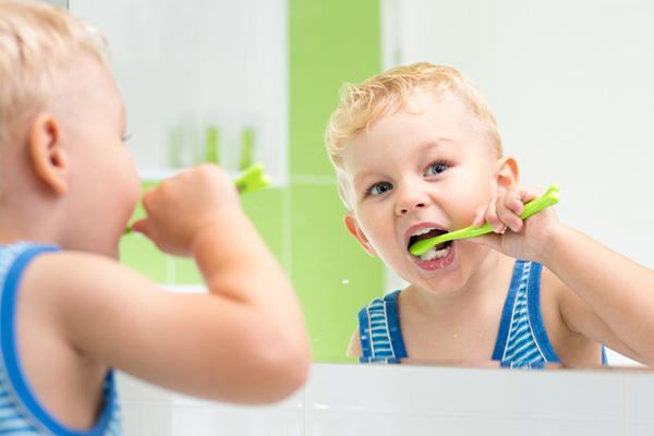 مصرف خمیر دندان حاوی فلوراید برای کودکان بی خطر است؟