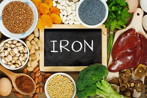 ویتامین ها و مواد مغذی برای سلامت ناخن ها - آهن