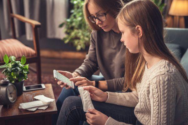 بلوغ در دختران؛ مراحل و نشانه های بلوغ در دختران