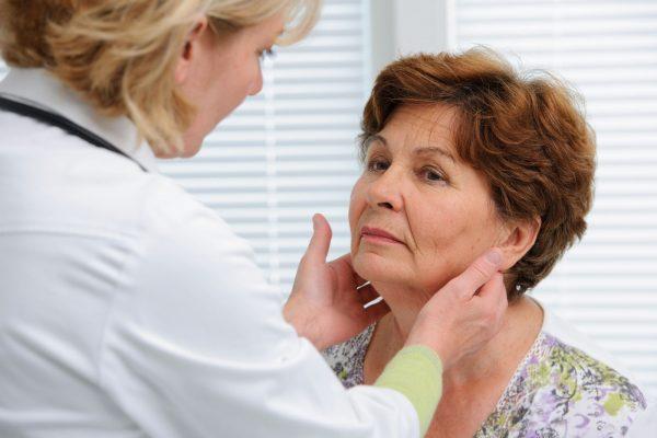 بیماری تیروئید؛ علایم، علل، تشخیص و درمان بیماری تیروئید