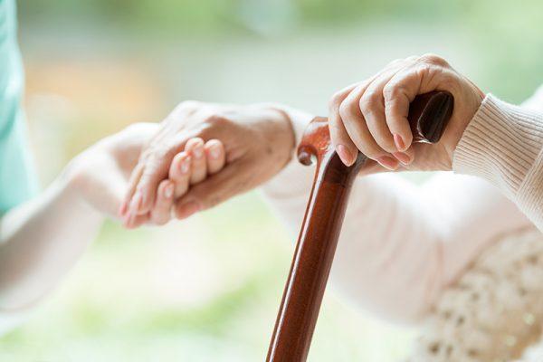 پوکی استخوان چیست؟ 3 علامت هشدار دهنده پوکی استخوان
