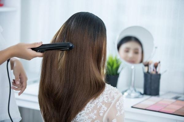 چگونه بدون استفاده از حرارت موهای خود را صاف کنیم؟