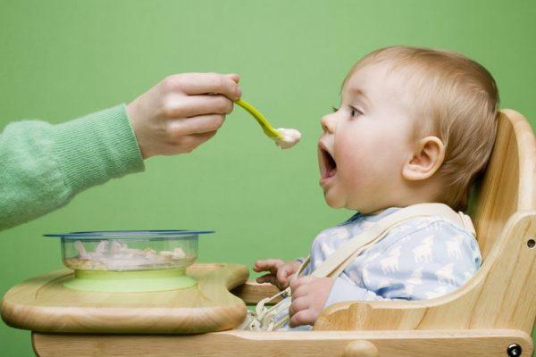 تغذیه کودک ده ماهه