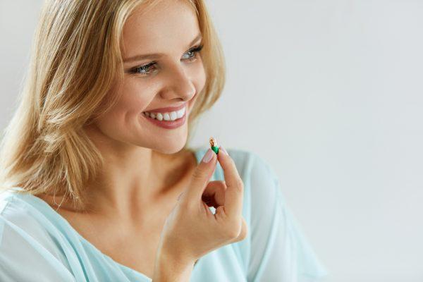 درمان آکنه؛ مکمل ها و ویتامین های مفید برای درمان آکنه