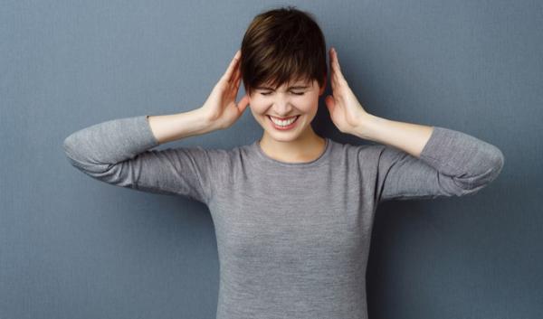 چسبندگی گوش یا اتواسکلروز چیست؟ علل، علائم و درمان آن