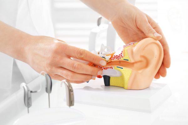 جراحی کم شنوایی