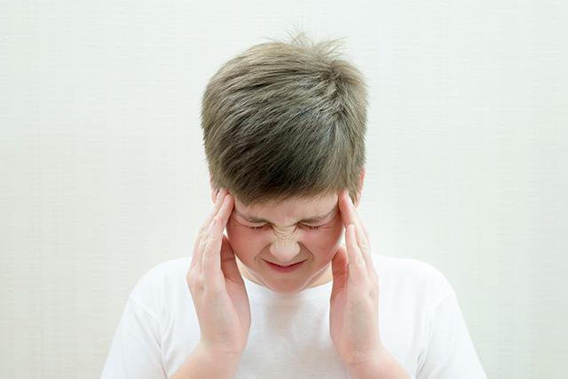 بیماری های مغز و اعصاب کودکان؛ علائم و درمان سردرد کودکان