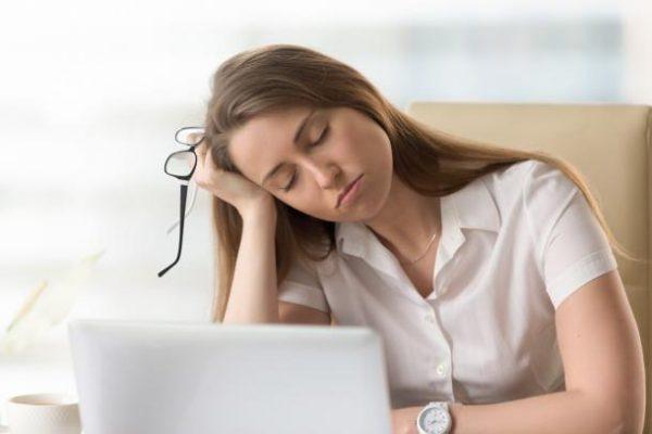 حمله خواب یا نارکولپسی چیست؟ + انواع، علل، علائم و درمان