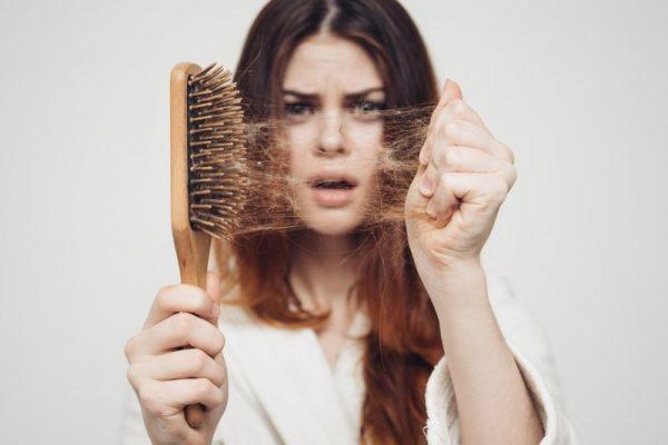 آلوپسی یا ریزش مو در خانم ها و آقایان + روش های درمان