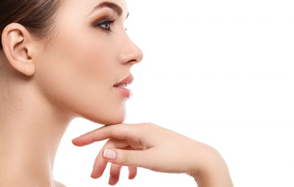 16 نکته درباره بهترین آرایش برای پوست چرب و مستعد آکنه