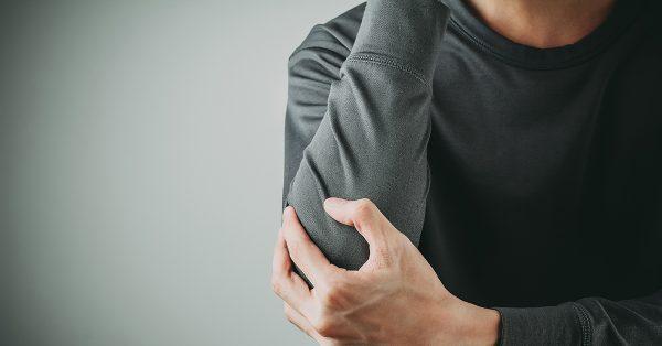 21 درمان خانگی برای تسکین درد آرنج تنیس بازان