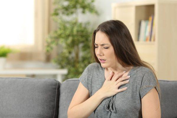 علائم درد قفسه سینه یا آنژین چیست؟ + علل و نحوه درمان