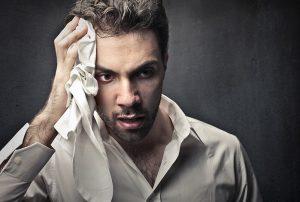 هایپرهیدروز یا تعریق بیش از حد چیست؟ + علل و درمان