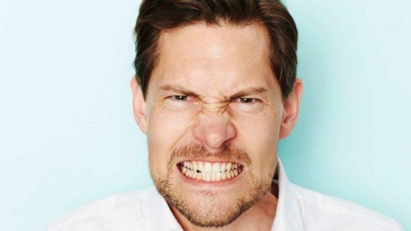 دندان قروچه؛ انواع، علائم، تشخیص و درمان دندان قروچه