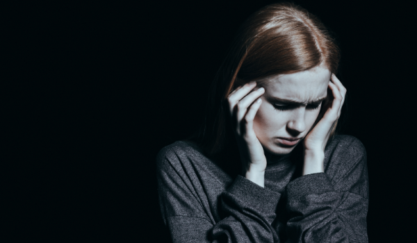 اسکیزوفرنی چیست؟ + علائم، سیگنال های هشدار دهنده و درمان