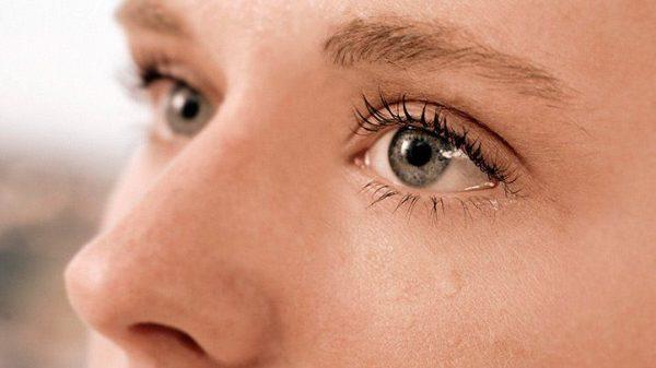 آبریزش از چشم؛ علل، علائم، پیشگیری و درمان های خانگی