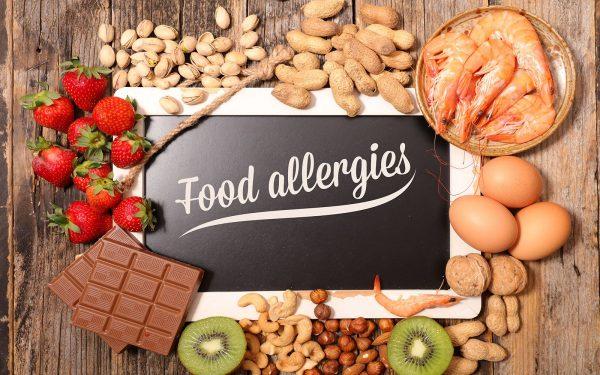 آلرژی غذایی چه علائمی دارد و راه های درمان خانگی آن چیست؟