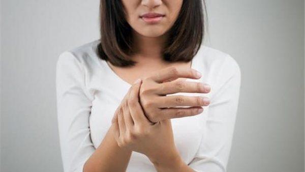 پلی نوروپاتی چیست؟ علائم، علل و درمان پلی نوروپاتی