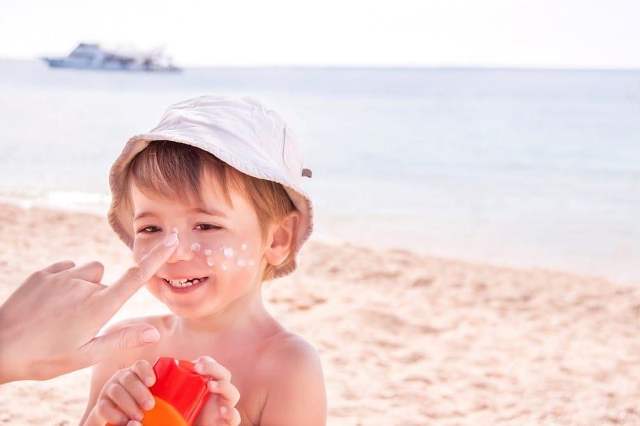 8 سوال و جواب مهم درباره بایدها و نبایدهای ضد آفتاب کودکان