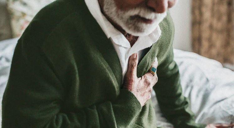 درد قفسه سینه در هنگام خم شدن به جلو چه دلایلی دارد ؟