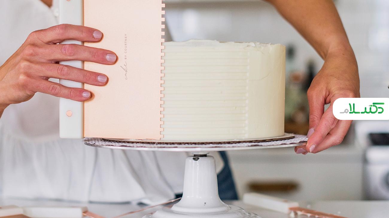 آموزش تزئین کیک شکلاتی + ویدئو